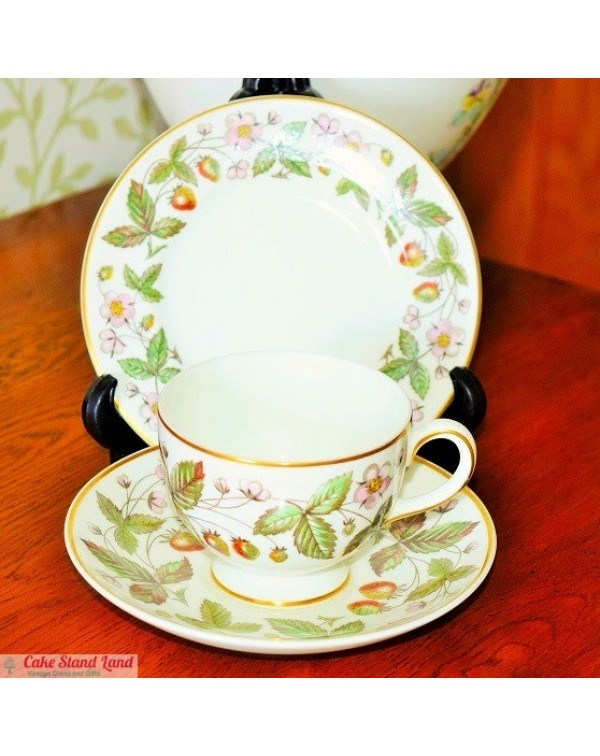 (OUT OF STOCK) WEDGWOOD STRAWBERRY HILL TRIO