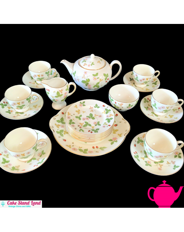 (SOLD) WEDGWOOD WILD STRAWBERRY TEA SET AND TEAPOT