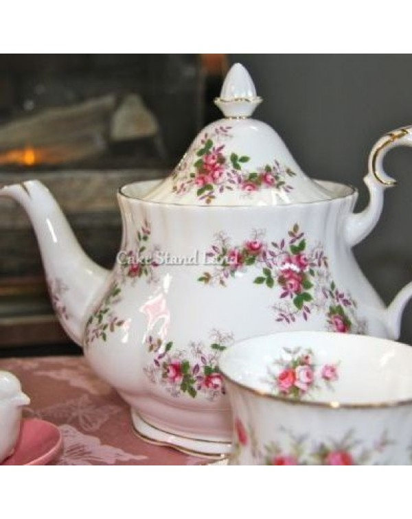 (SOLD) ROYAL ALBERT LAVENDER ROSE TEAPOT