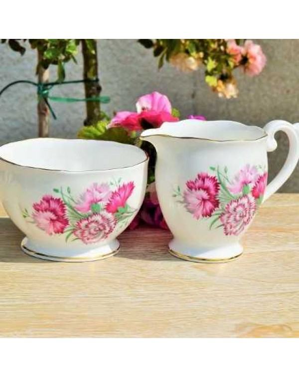 QUEEN ANNE CARNATION MILK JUG & SUGAR BOWL