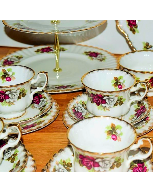 (OUT OF STOCK) QUEEN CHARLOTTE TEA SET