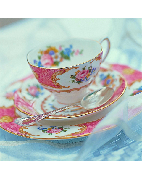 (OUT OF STOCK) Royal Albert Lady Carlyle Tea Trio