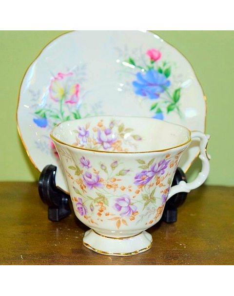 (OUT OF STOCK) ROYAL ALBERT MISMATCHED CUP & SAUCER