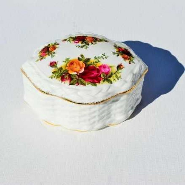 (OUT OF STOCK) OLD COUNTRY ROSES LIDDED BOX