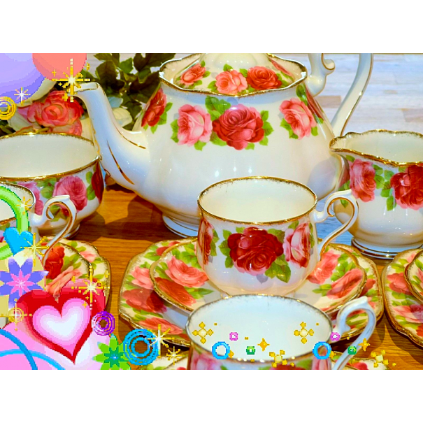 (OUT OF STOCK) ROYAL ALBERT OLD ENGLISH ROSES VINTAGE TEA SET  WITH LARGE TEAPOT
