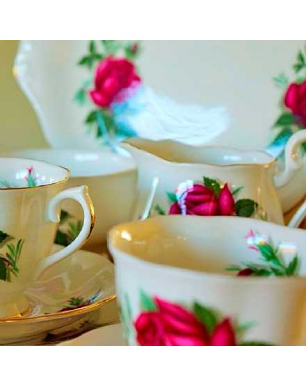 (OUT OF STOCK) ROYAL ALBERT RED ROSES TEA SET