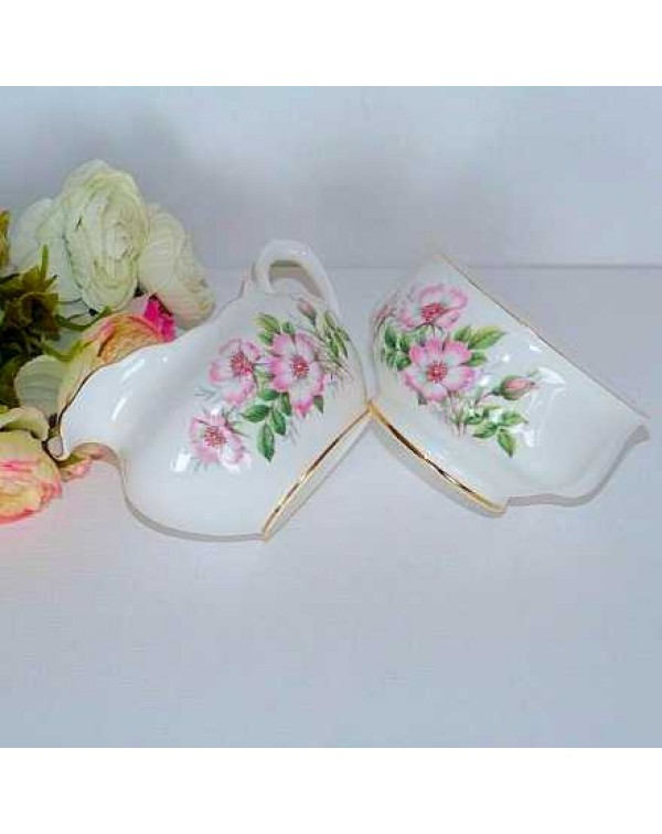 (OUT OF STOCK) ROYAL ALBERT WILD ROSE MILK JUG &am...