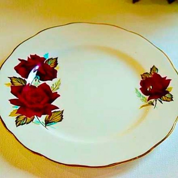 ROYAL VALE TEA PLATE RED ROSE