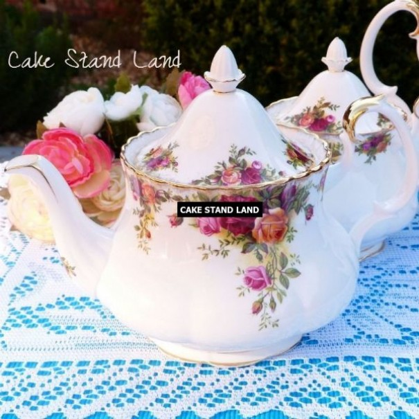 (SOLD) OLD COUNTRY ROSES TEAPOT